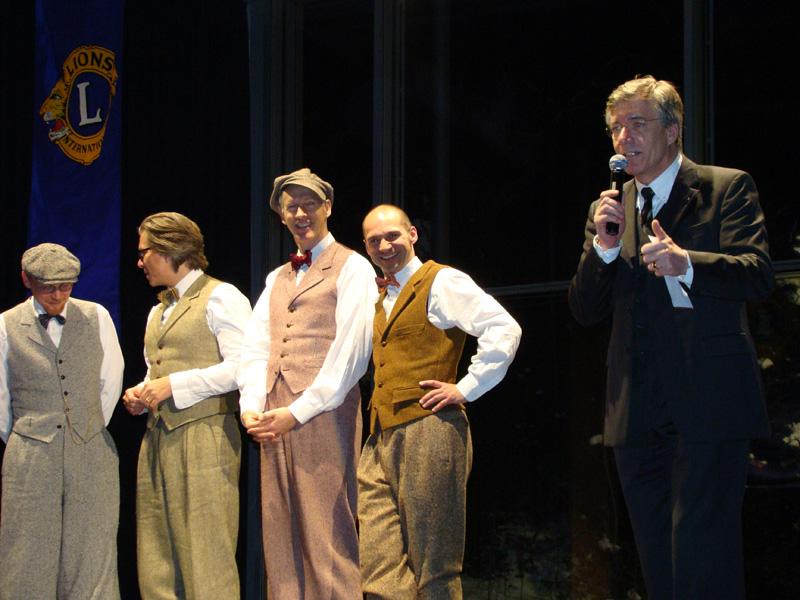 Vier Gentlemen in Tweed rocken die Schlossberghalle